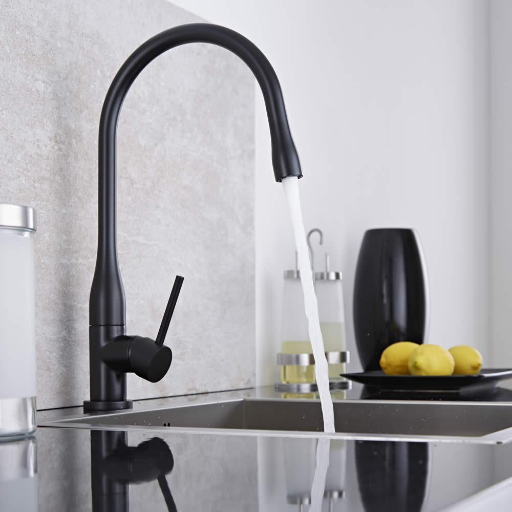 Grifo mezclador monomando de cocina negro for Grifos ducha ikea