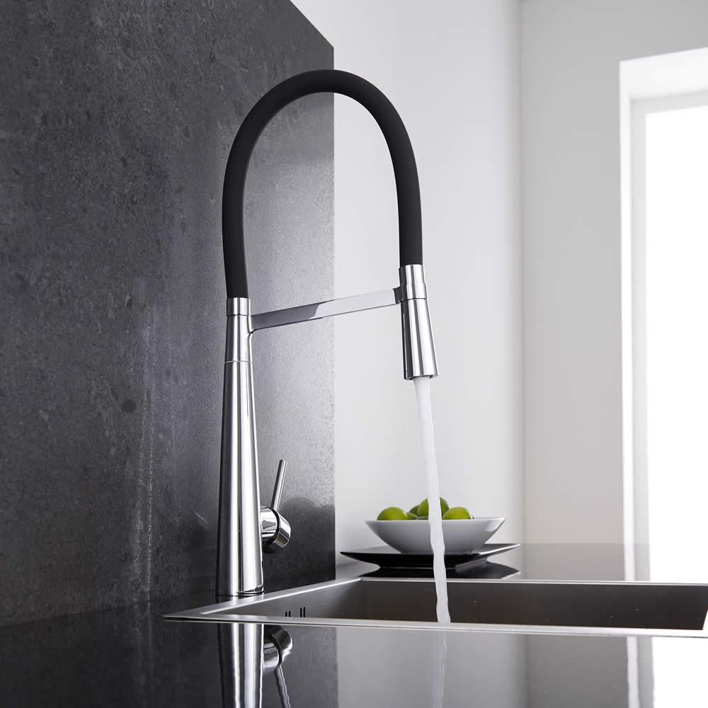Grifo mezclador de cocina negro con ducha extra ble for Grifo mezclador ducha