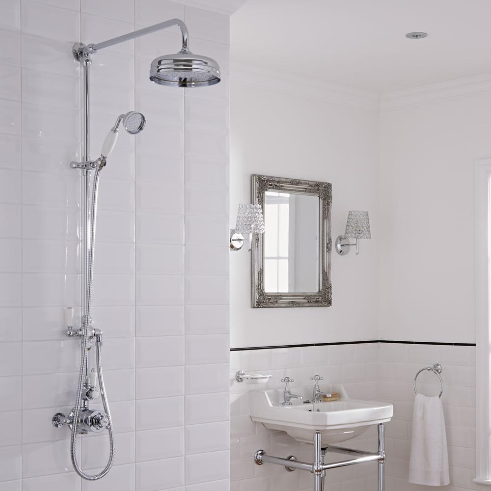 Columna de ducha tradicional con llave de ducha mezcladora for Griferia mezcladora ducha