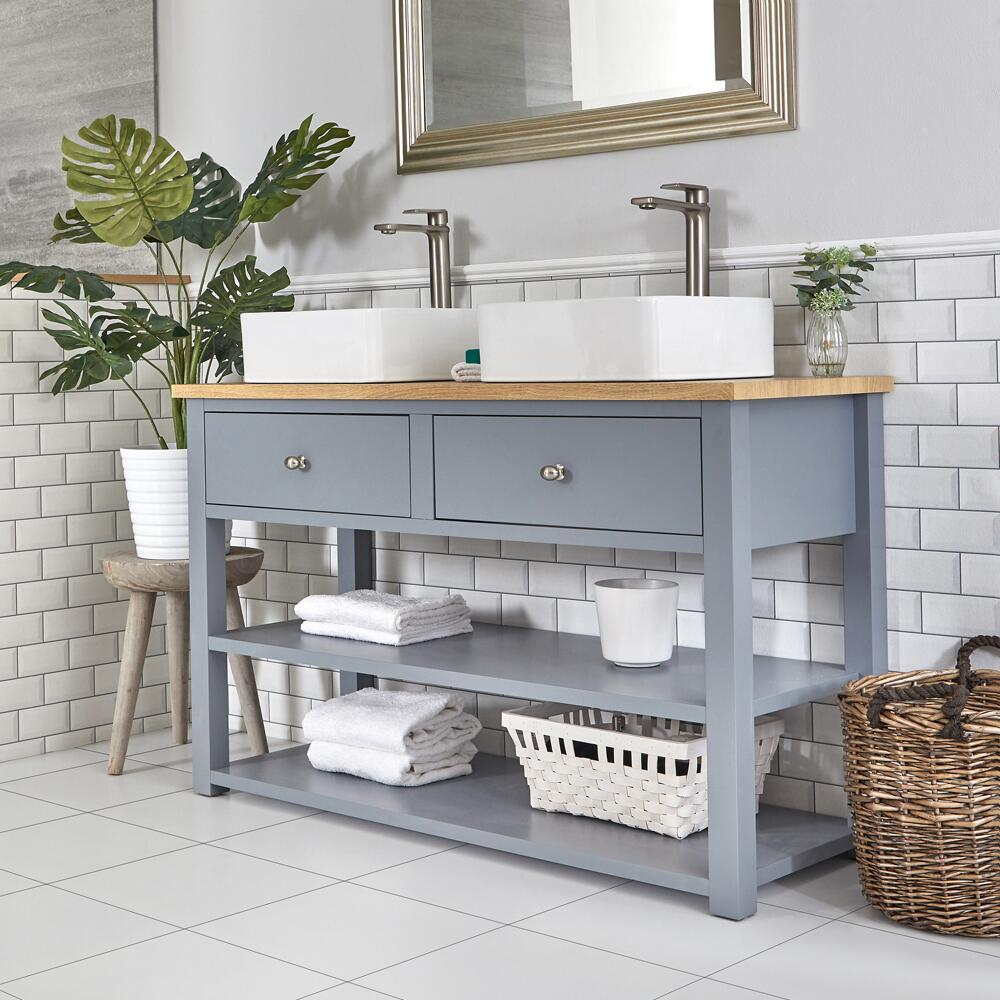 Mueble de Lavabo Compacto Tradicional de 1240mm Color Gris Claro con Encimera y Dos Lavabos Sobre Encimera Cuadrados – Stratford