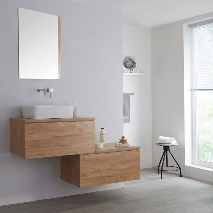 Mueble Base Mural para Lavabo de Color Roble Dorado con Encimera de Color Roble Dorado y un Diseño Escalonado de 1400mm con Opción LED con Lavabo Rectangular – Newington