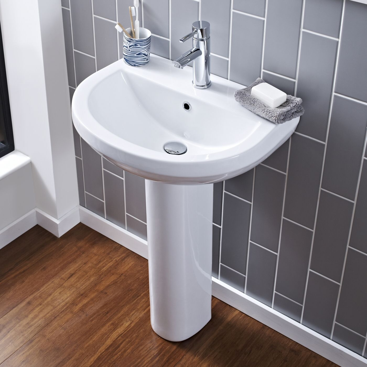 Lavabo y pedestal en cer mica en estilo moderno 550mm - Fotos lavabos modernos ...