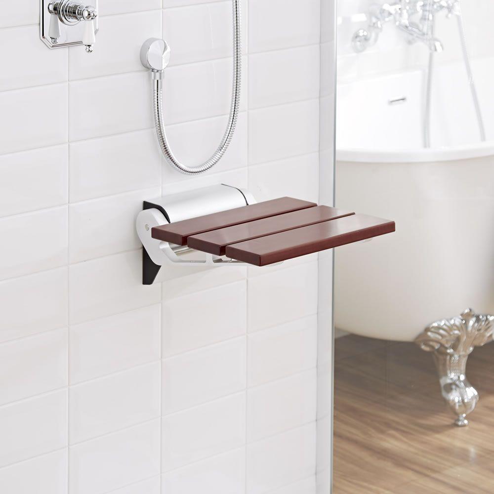 asiento de ducha plegable con acabado en madera oscura