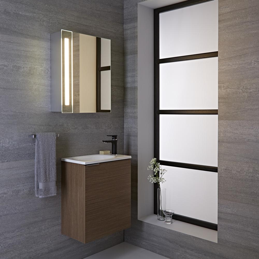 Armario con espejo led sensor y enchufe integrado para for Espejos cuarto de bano